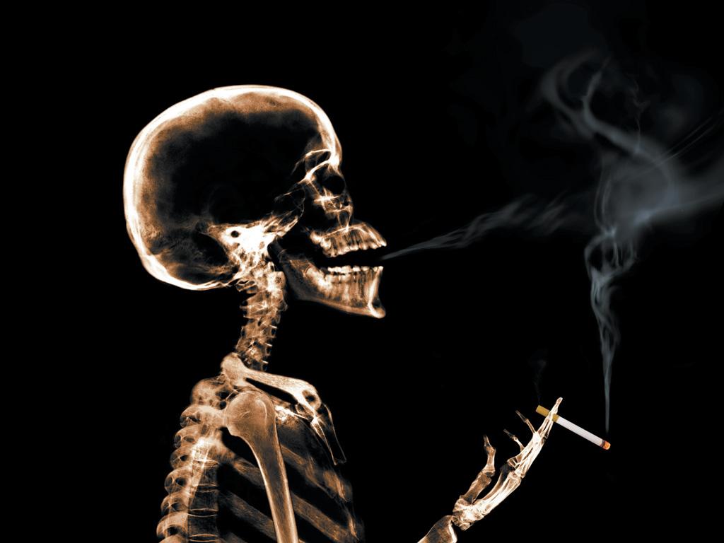 Prost, sărac, dar cu ţigările în buzunar