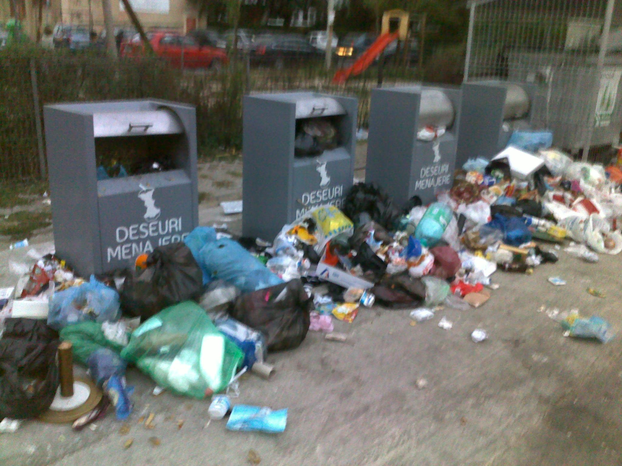 Cum arată o platformă de gunoi îngropată din Ploieşti!