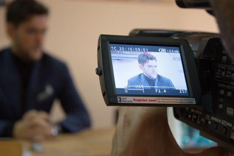 """Cezar Ouatu  – conferință de presă la liceul  de artă """"Carmen Sylva"""" Ploiești, miercuri 13.03.2013"""