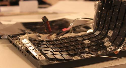 tastatura stricată