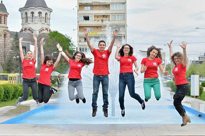 Prin programul YouthBank, Fundaţia Comunitară Prahova deschide uşile tinerilor către succes
