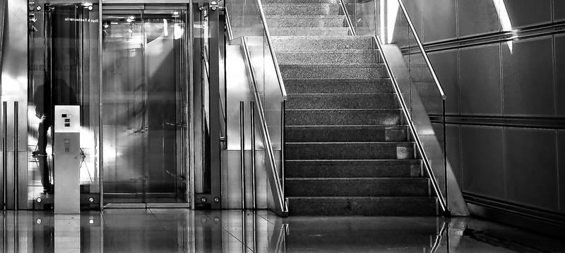 Spune-mi, iei liftul sau mergi pe scări?